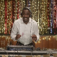 Idris Elba incarne un DJ dans « Turn Up Charlie »
